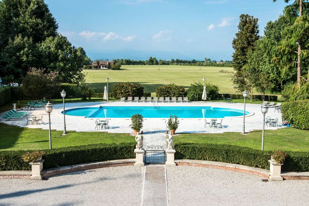 Best Western Plus Hotel Villa Tacchi - Vista de la piscina