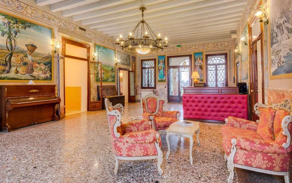 Best Western Plus Hotel Villa Tacchi - Vista del vestíbulo