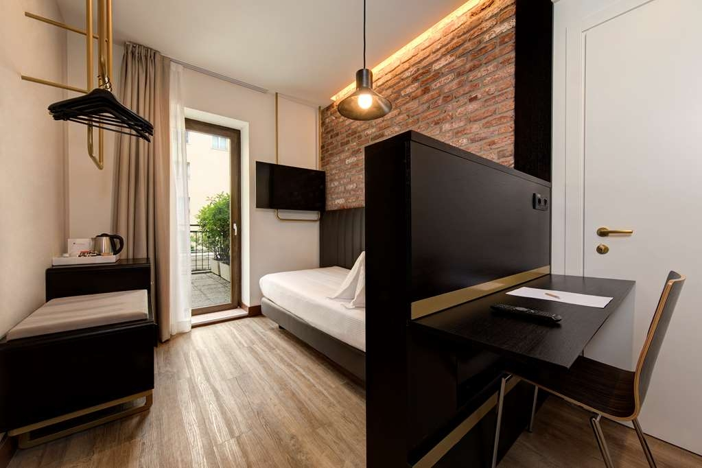 Best Western Hotel Tritone - Single Deluxe Room: Essential and modern details in a perfect environment for the single traveler. (About 14 sqm)
