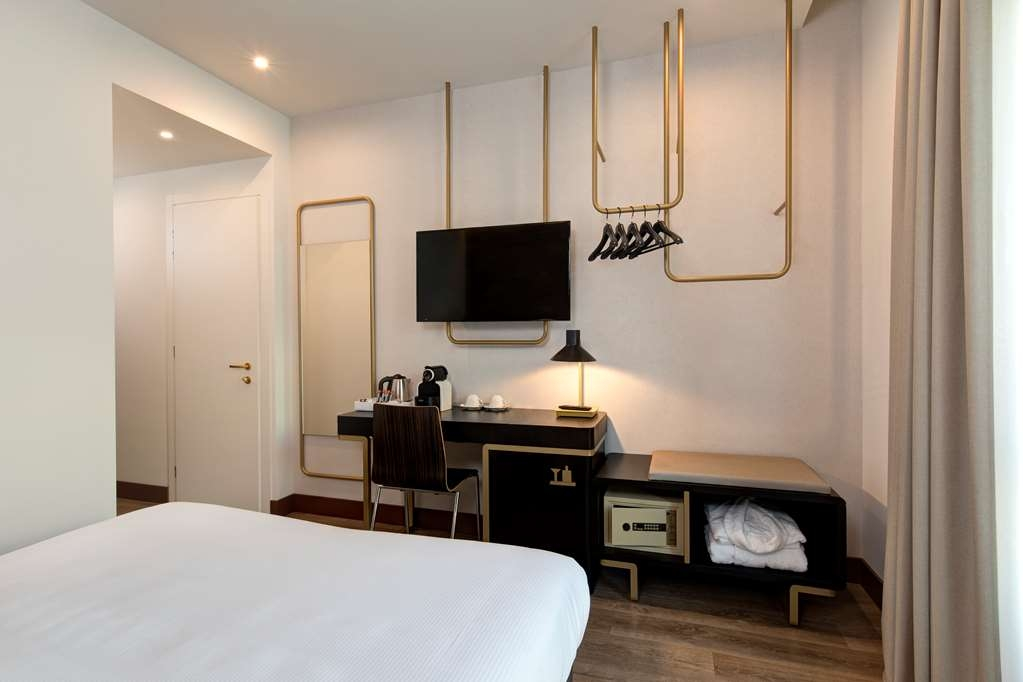 Best Western Hotel Tritone - Cozy and functional, the new Deluxe Double Rooms are furnished with contemporary taste. Available both with Queen size bed and with 2 twin beds. (About 20mq)