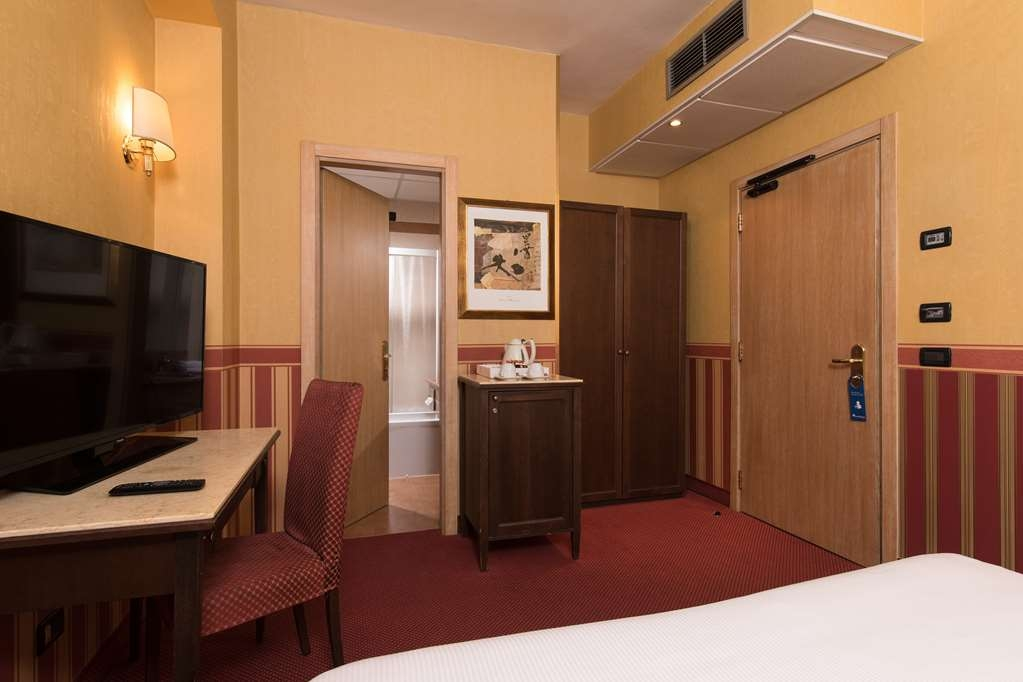 Best Western Hotel Tritone - Classic Room french bed: A 18sq m room with French double bed (140x200cm), designed to accommodate one or two guests looking for an easy and convenient solution for their stay.