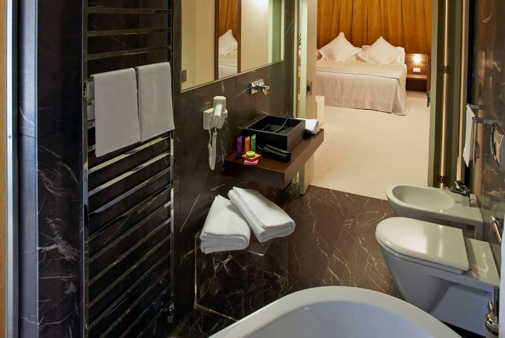 Devero Hotel & Spa, BW Signature Collection - Loft Suite Bathroom with Bathtub and Shower