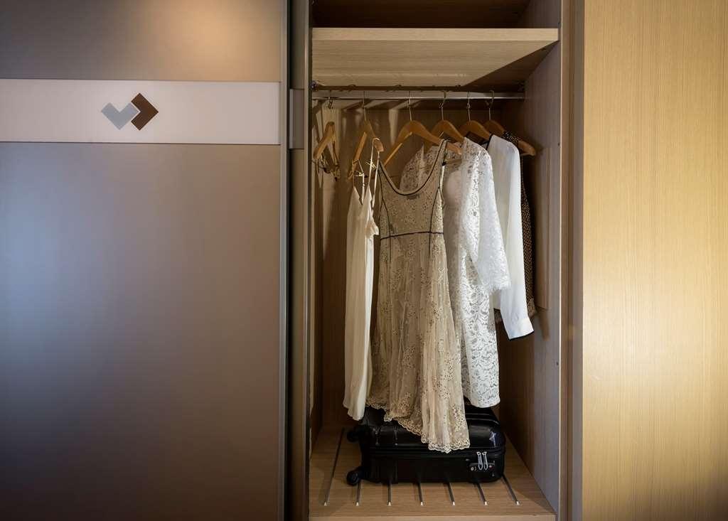 Devero Hotel & Spa, BW Signature Collection - Business Room Wardrobe