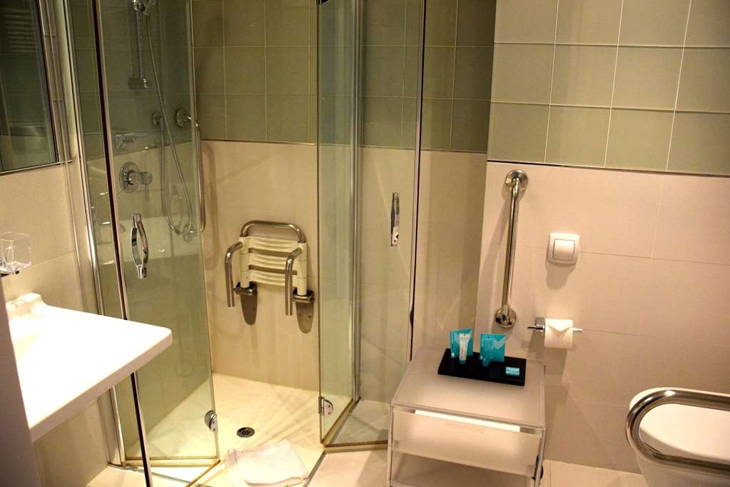 Devero Hotel & Spa, BW Signature Collection - Business Room Disability Access Shower