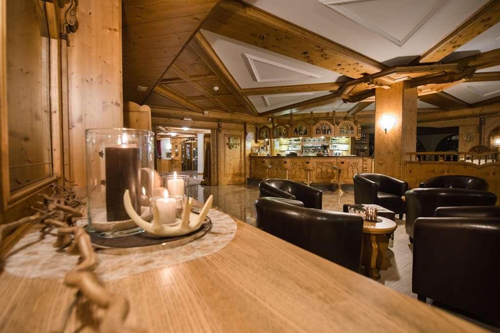Tevini Dolomites Charming Hotel, BW Premier Collection - Vista del vestíbulo