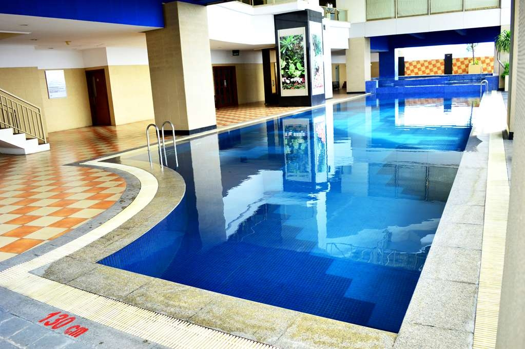Best Western Mangga Dua Hotel and Residence - Swimming Pool