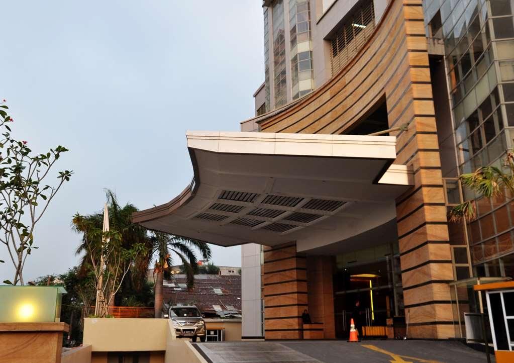 Best Western Mangga Dua Hotel and Residence - Vista Exterior