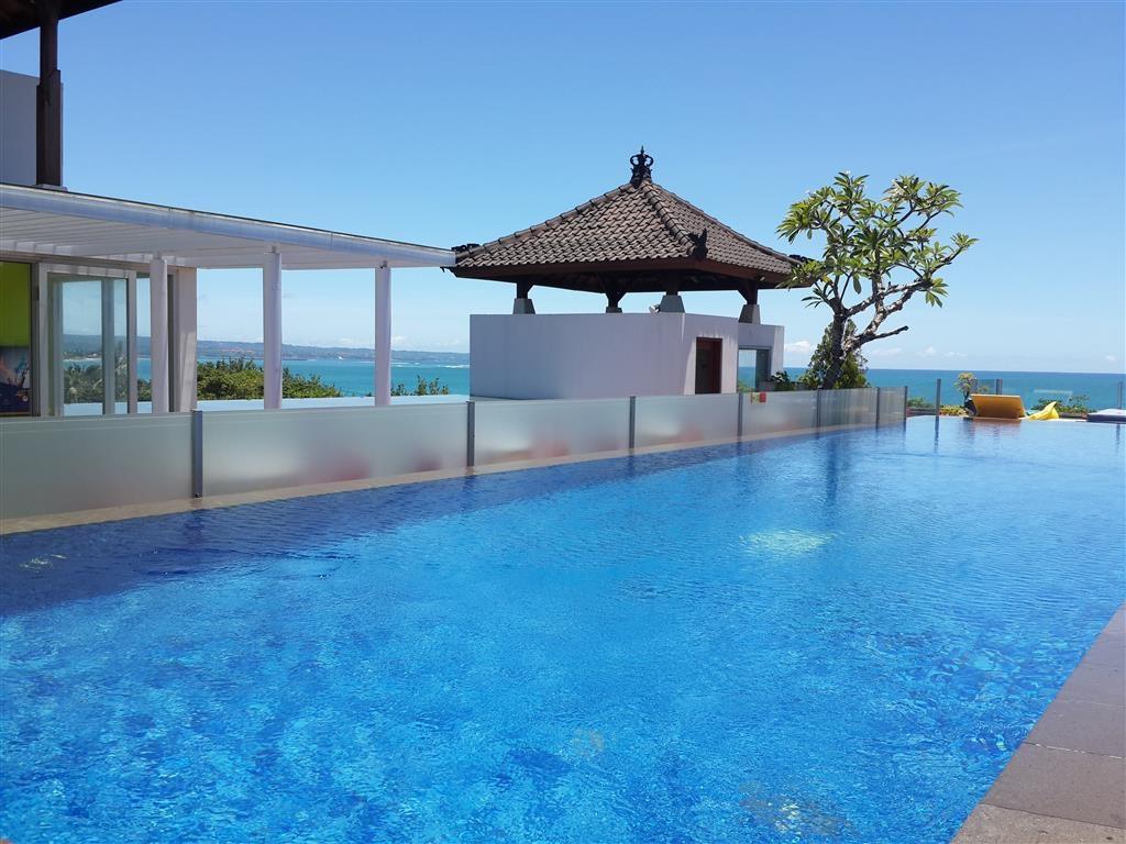Best Western Kuta Beach - Dachterrasse mit Schwimmbad