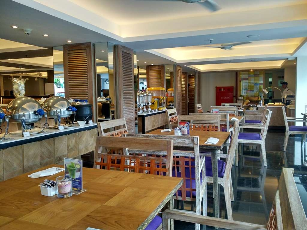 Best Western Kuta Beach - restaurant bar
