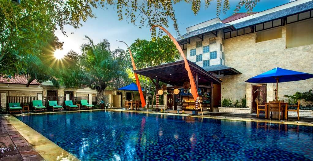Best Western Kuta Villa - Swimming Pool and Pool bar