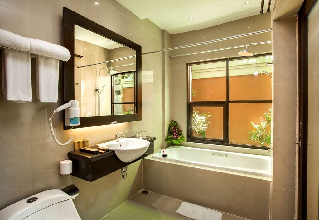 Best Western Kuta Villa - Bath Room