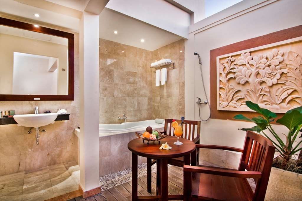 Best Western Kuta Villa - Outdoor Bath Room