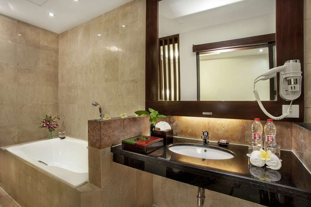 Best Western Kuta Villa - villa bathroom
