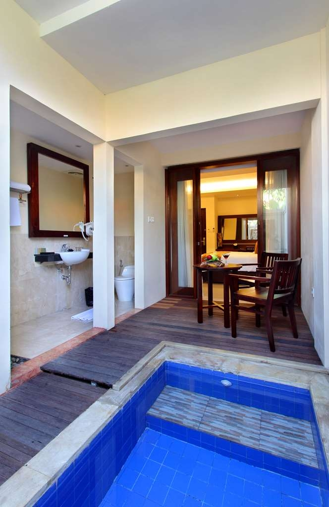Best Western Kuta Villa - Deluxe Plunge Pool Bathroom