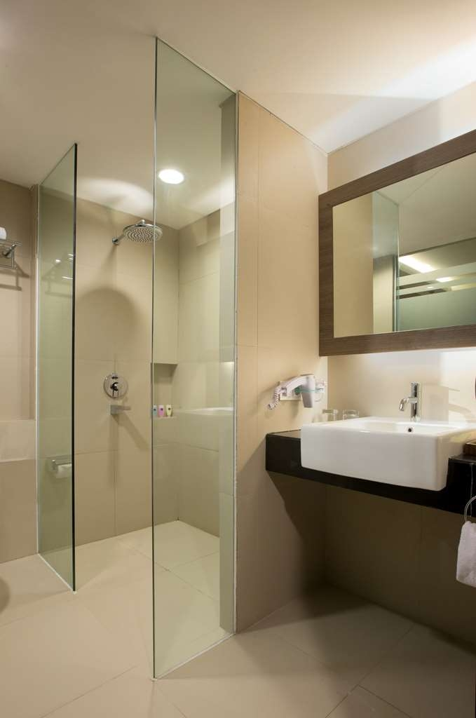 Best Western Plus Kemayoran - Guest Bathroom
