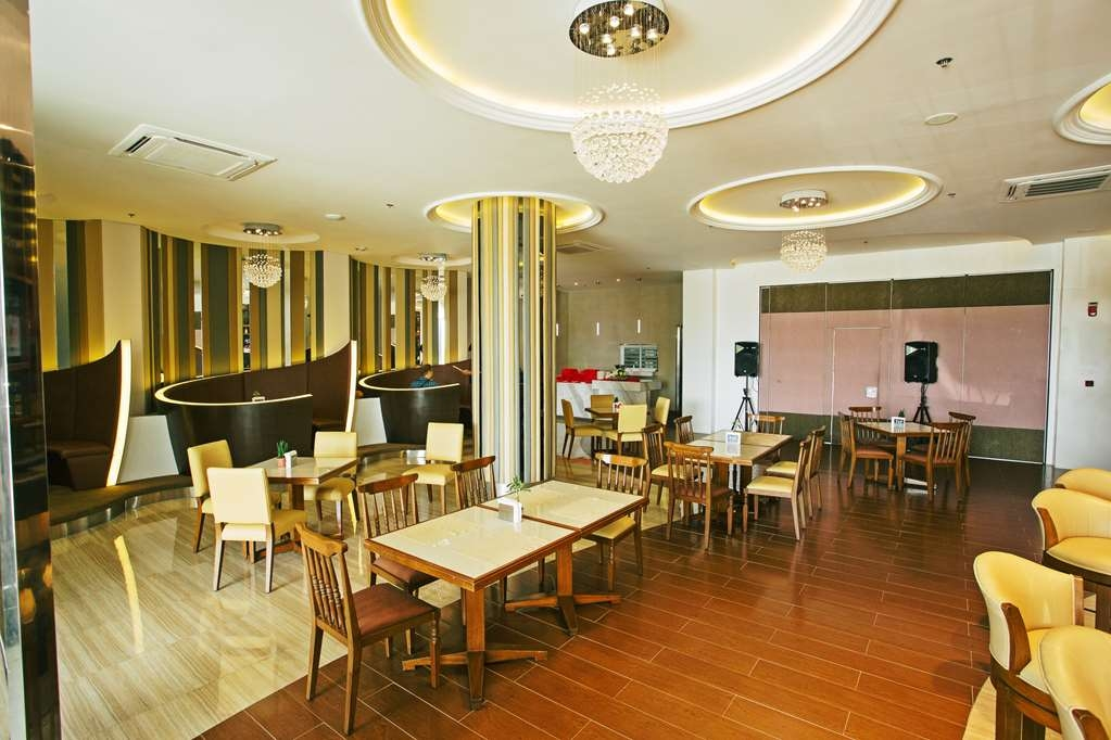 Best Western Plus Hotel Subic - Bar / Lounge