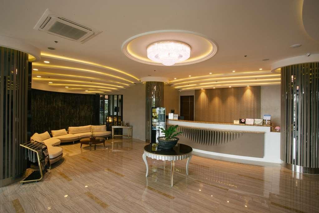 Best Western Plus Hotel Subic - Lobby