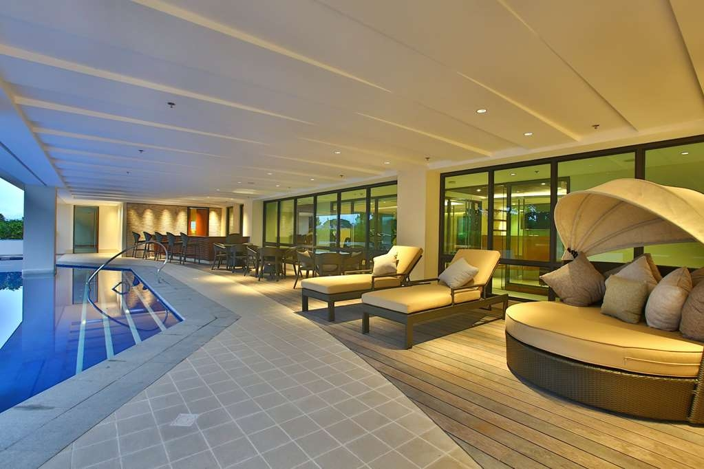 Best Western Plus The Ivywall Hotel - Outdoor Swimming Pool
