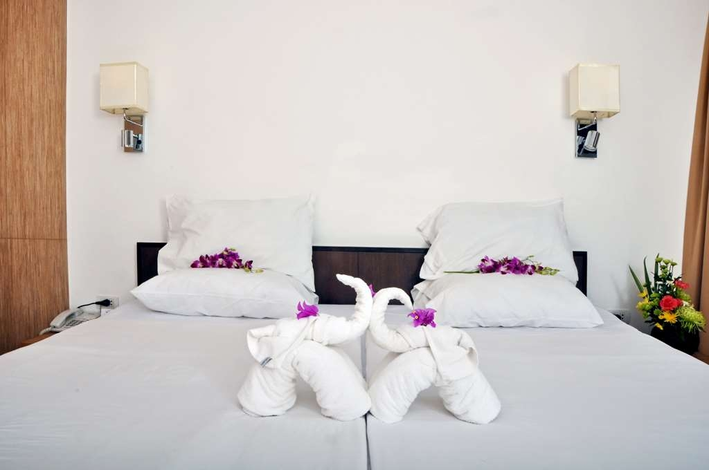 Best Western Phuket Ocean Resort - Deluxe Room Twin Bed Decoration