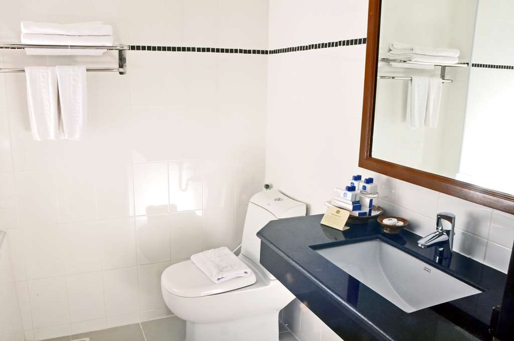 Best Western Phuket Ocean Resort - Deluxe Bathroom