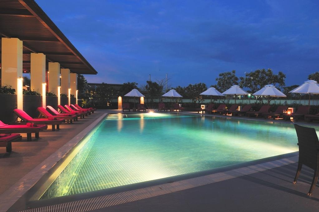Amaranth Suvarnabhumi Airport, BW Premier Collection - Vista de la piscina