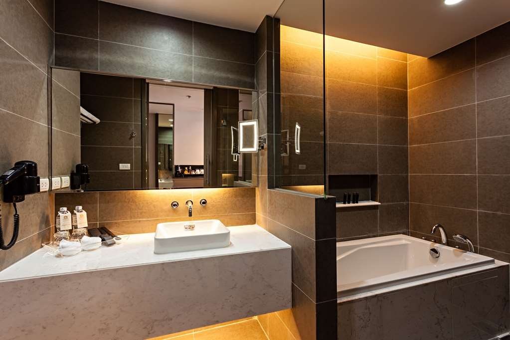 Best Western Premier Sukhumvit - Bathroom