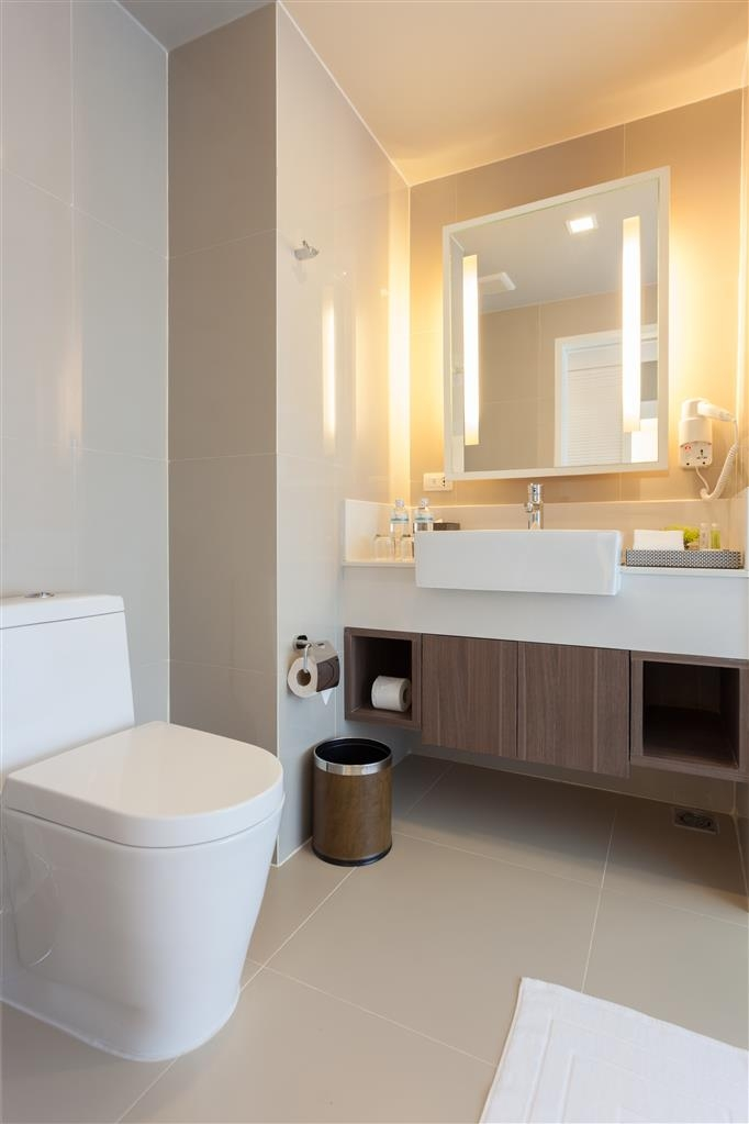 Best Western Patong Beach - Enjoy getting ready for the day in our fully equipped guest bathrooms.