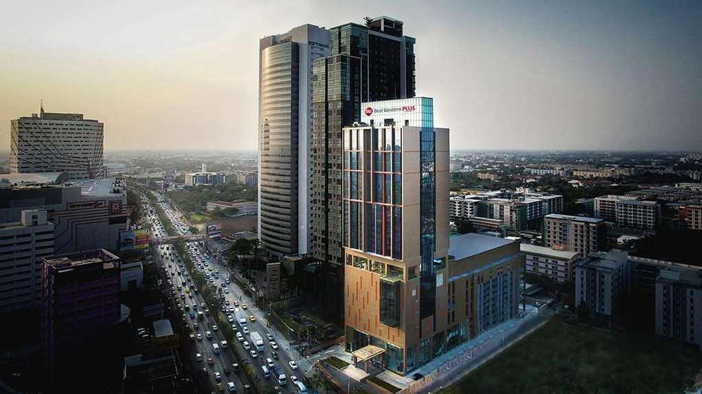 Best Western Plus Wanda Grand Hotel - Hotel Building Front