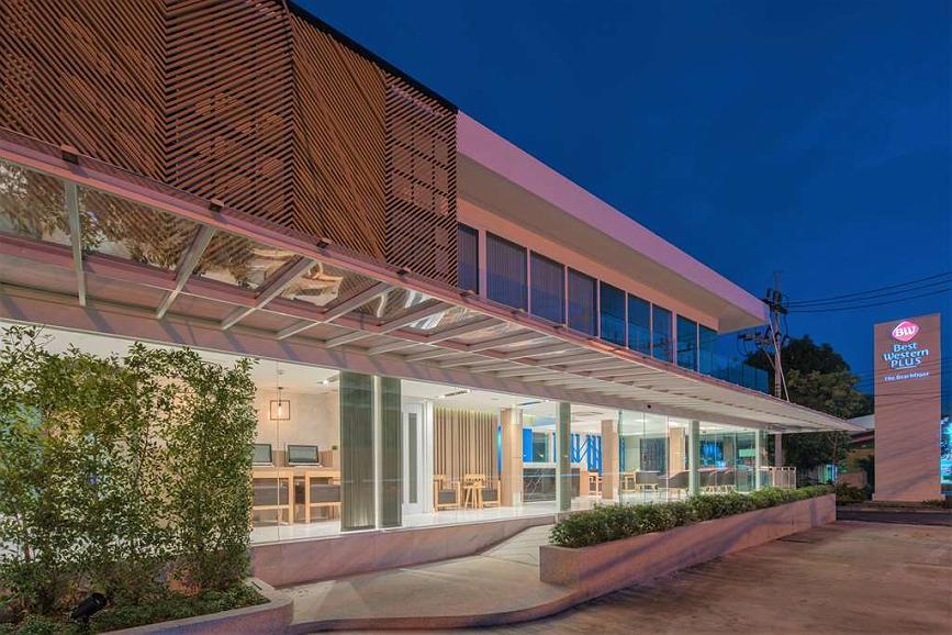 Best Western Plus The Beachfront - Hotel Building