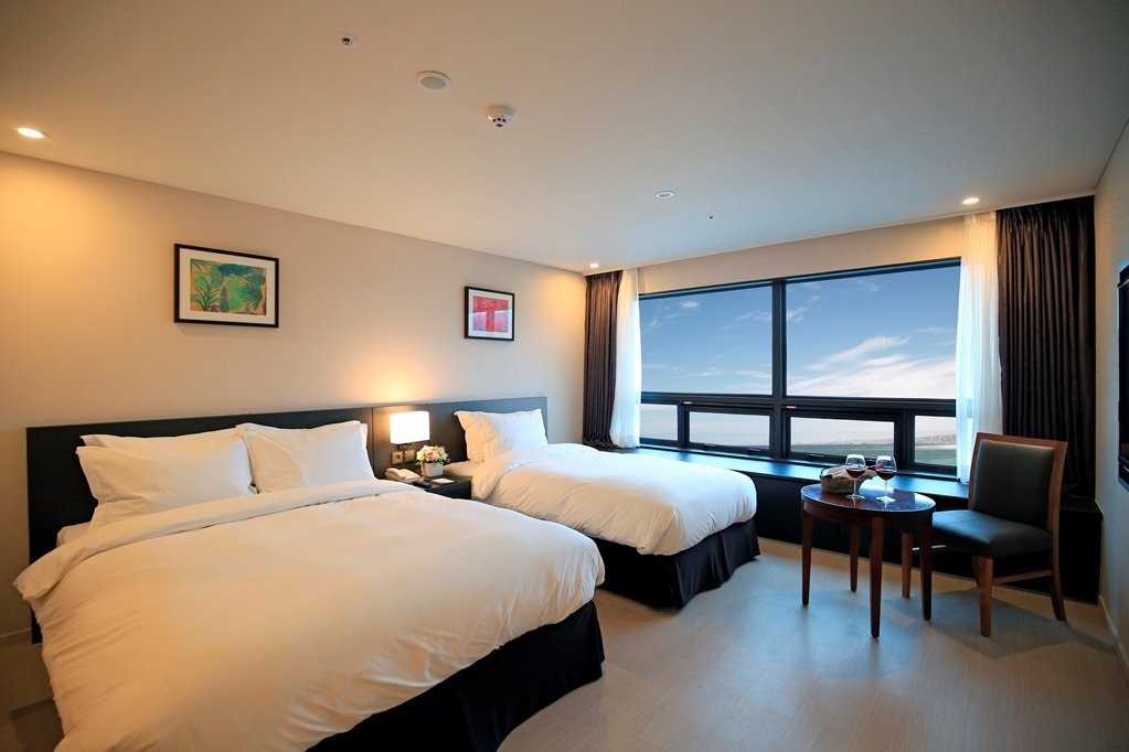 Best Western Jeju Hotel - One Double One Single Guest Room