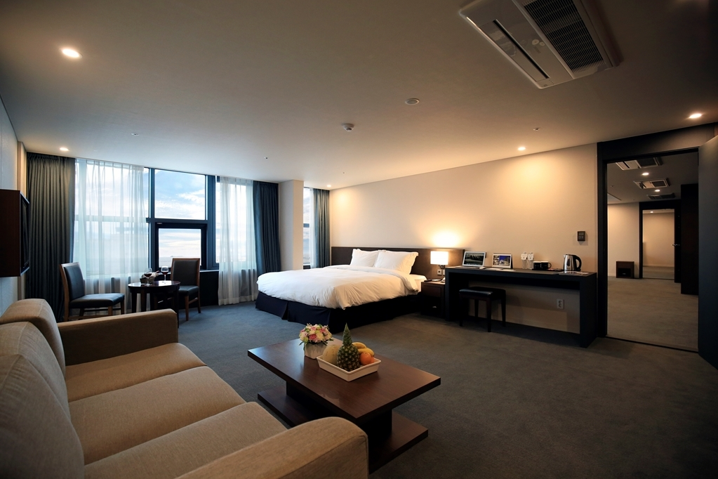 Best Western Jeju Hotel - Two King Suite