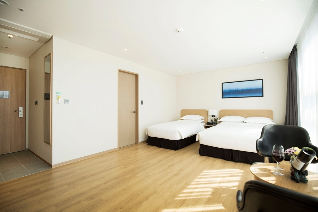 Best Western Haeundae Hotel - One Double, One Single Suite Side Sea View