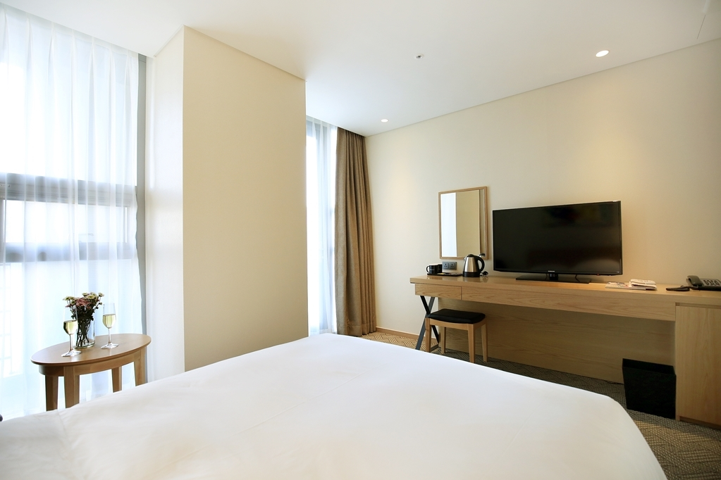 Best Western Haeundae Hotel - Double Bed Guest Room Side Sea View