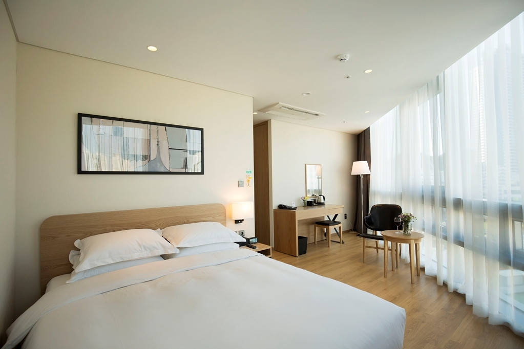 Best Western Haeundae Hotel - One Queen Bed Guest Room City View