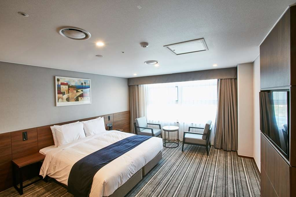 Best Western Plus Island Castle Hotel - Standard Guest Room with One Double Size Bed