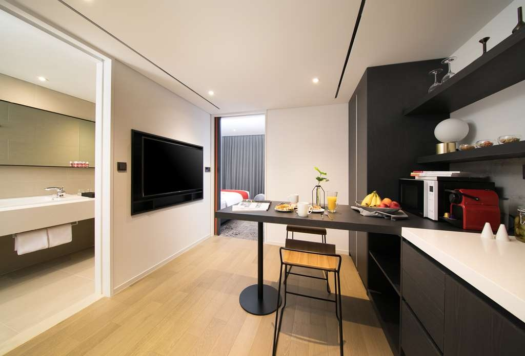 Aiden by Best Western @ Cheongdam - Kitchenette in Junior Suite with One Double and One Twin Size Bed