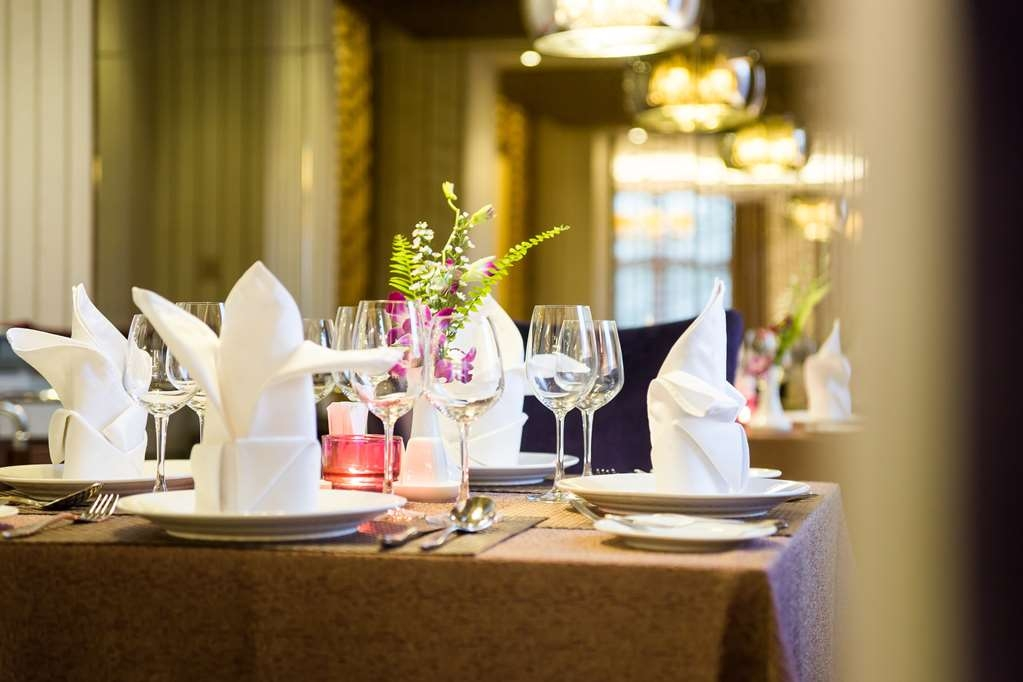 Best Western Chinatown Hotel - Table Setting