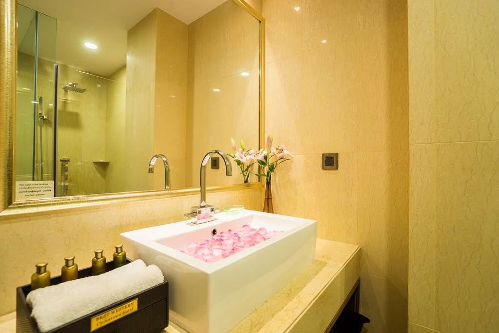 Best Western Chinatown Hotel - Superior and Deluxe Guest Bath Room