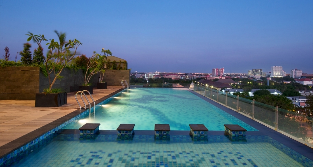 Best Western Papilio Hotel - Swimming Pool At Night