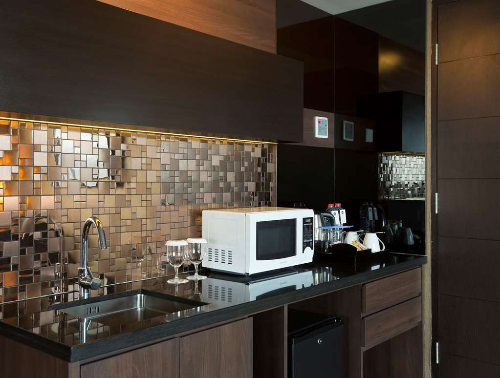 Best Western Papilio Hotel - Suite Kitchen Area Room