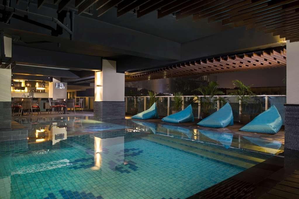 Best Western Premier La Grande Hotel - Vue de la piscine