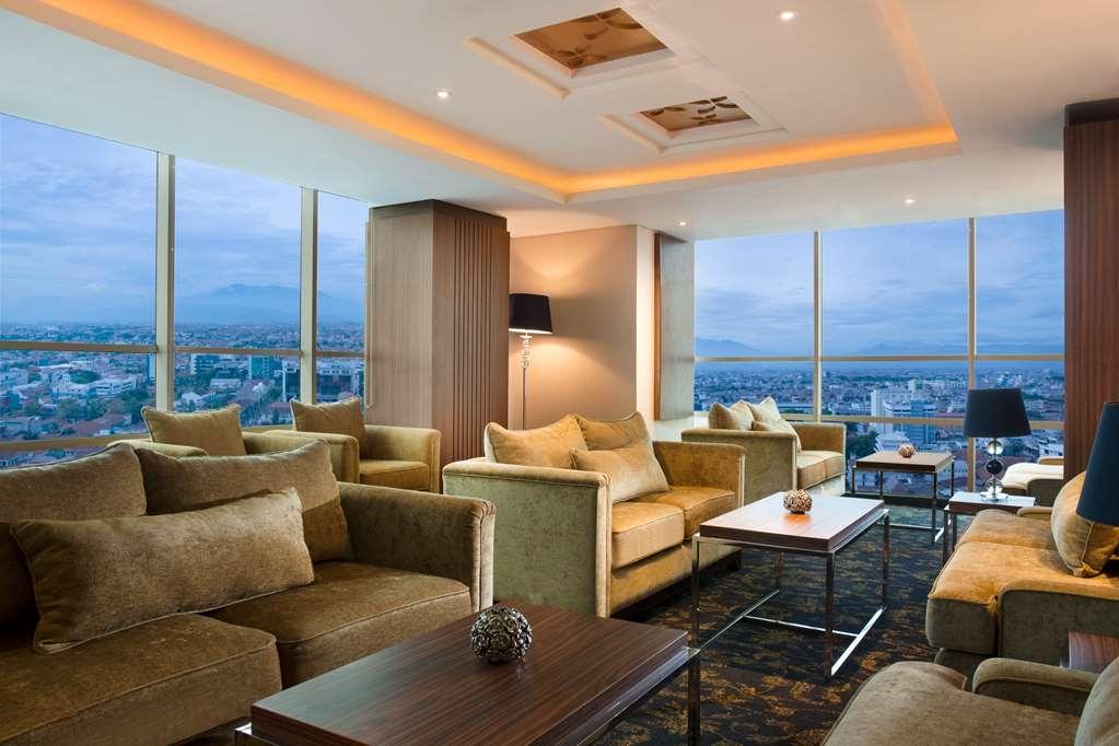 Best Western Premier La Grande Hotel - Bar / Lounge