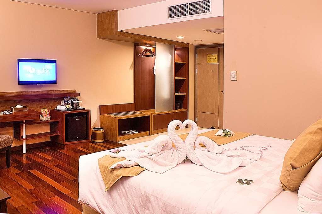 Best Western Plus Coco Palu - Deluxe Queen Bed Guest Room