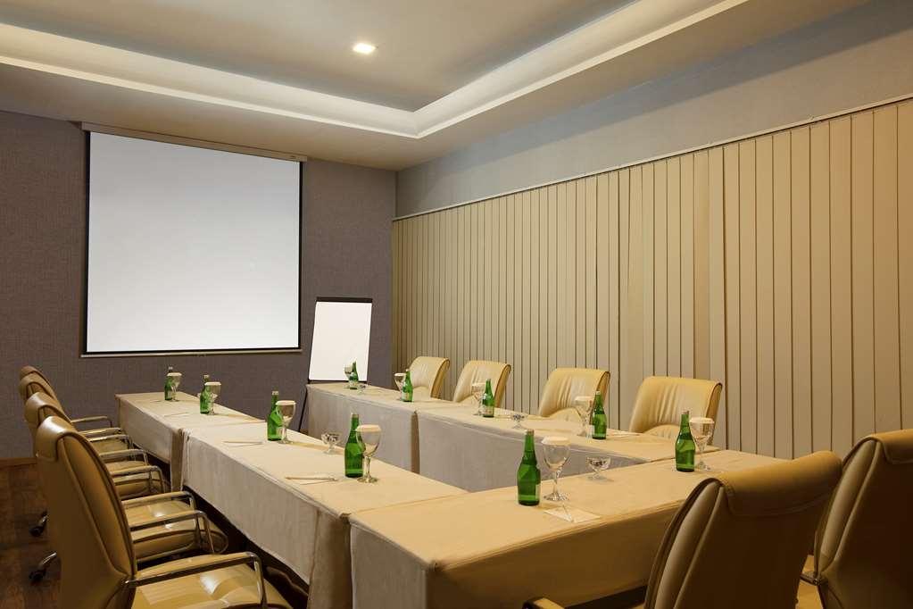 Best Western Premier Panbil - Salle de réunion