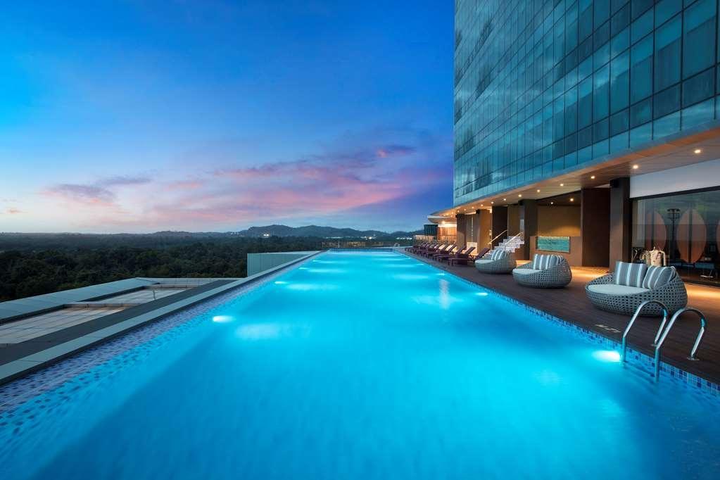 Best Western Premier Panbil - Vue de la piscine